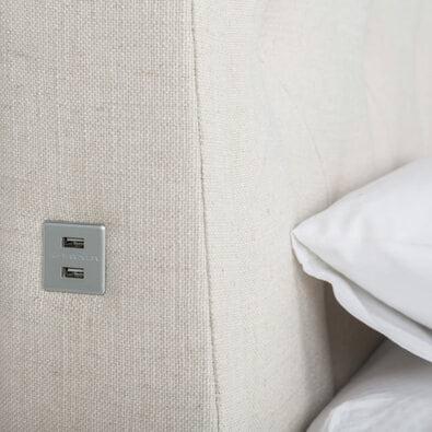 KNAP Diamond Button Bed