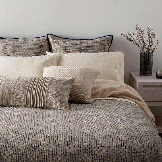 MAIA Coverlet